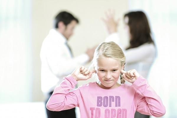 Какую опасность для ребенка несет в себе семейный скандал?