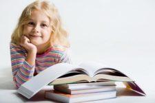 девочка в школе, девочка и книги