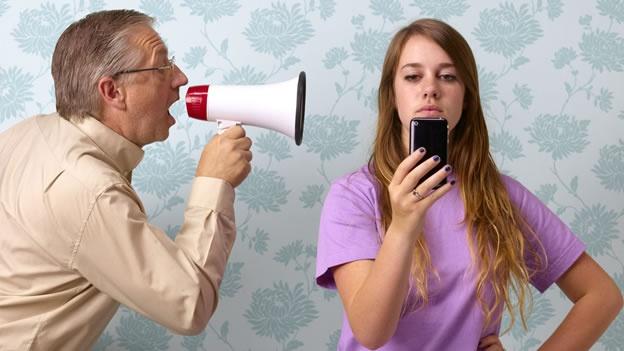 Отец и дочь подросток