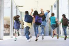 Школьники бегут