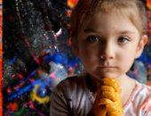 Девочка, перепачканная красками