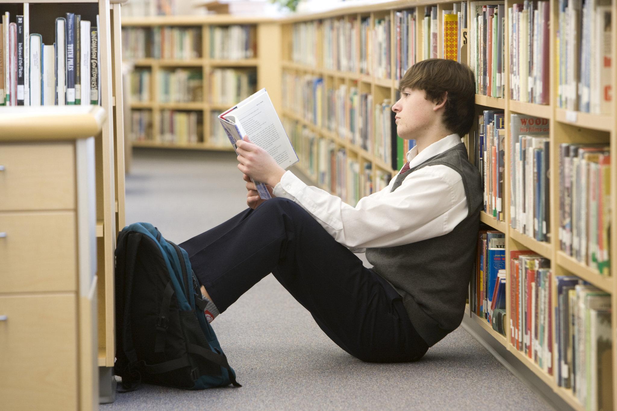 Фото картинки читающих людей