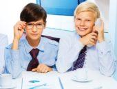 Мальчики в рубашках и галстуках