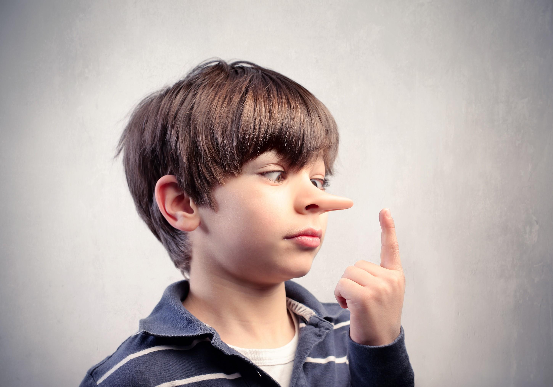Мальчик с носом как у Пиноккио