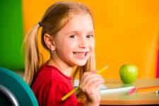 Девочка с карандашом