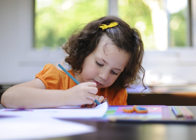 Рисующая девочка