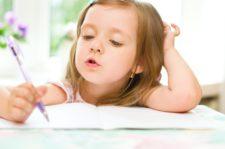 Пишущая девочка