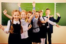 Радостные школьники