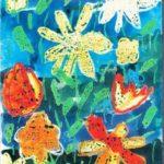 Цветы мелками на синем акварельном фоне