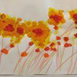 Оранжево-красные цветы качаются ветром
