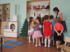 Дети с воспитателем