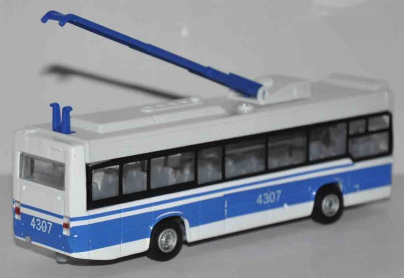 Игрушечный троллейбус