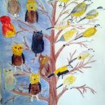 Изображение сов и синиц на дереве