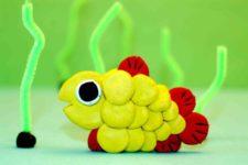Рыбка из пластилина жёлтого и красного цвета