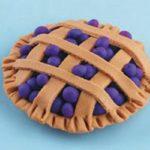 Пластилиновый пирог с голубикой