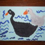Чёрная и белая утки — детский рисунок