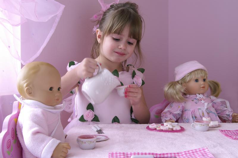 День рождения куклы Василисы: как провести занятие по лепке угощений в средней группе