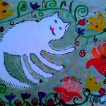 Кошка Марфутка в белой шубке, на цветущем лужке — радуется весне!