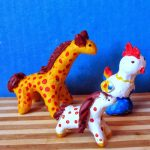 Жираф, лошадка и петушок