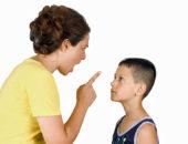 Мать кричит на ребёнка